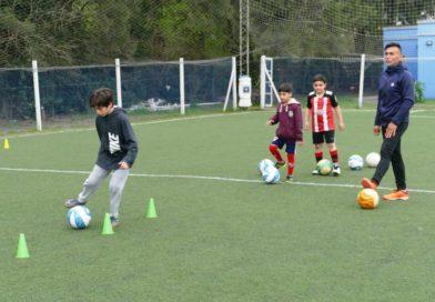 Se inicia la actividad de la escuela municipal de fútbol.